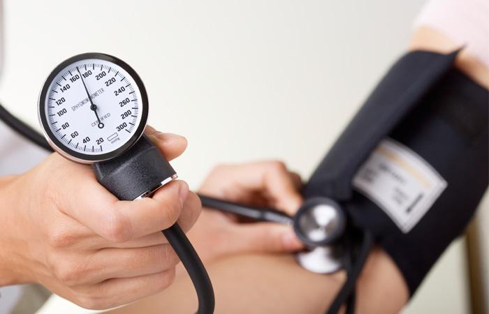 کنترل و مدیریت نوسانات فشار خون با طب سنتی
